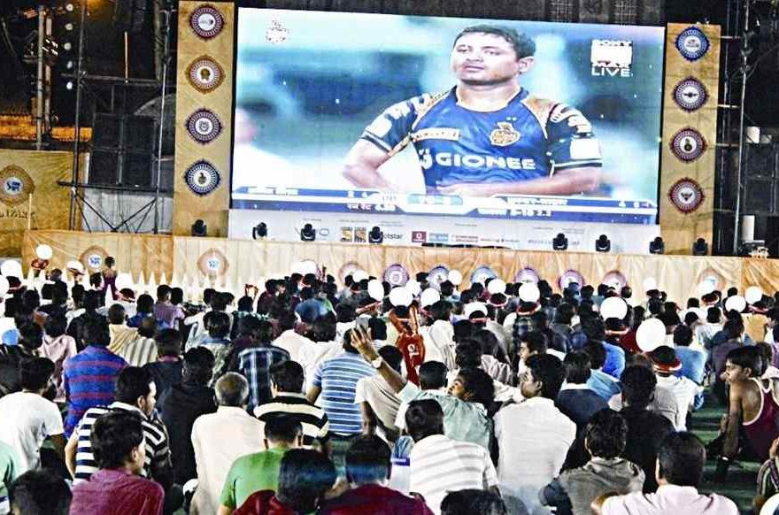 Crowd at IPL Fan Park